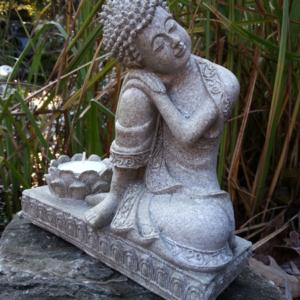 Boeddha of beeld buiten